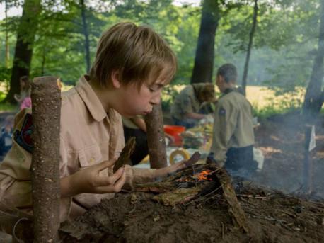 Scout maakt zelf vuur