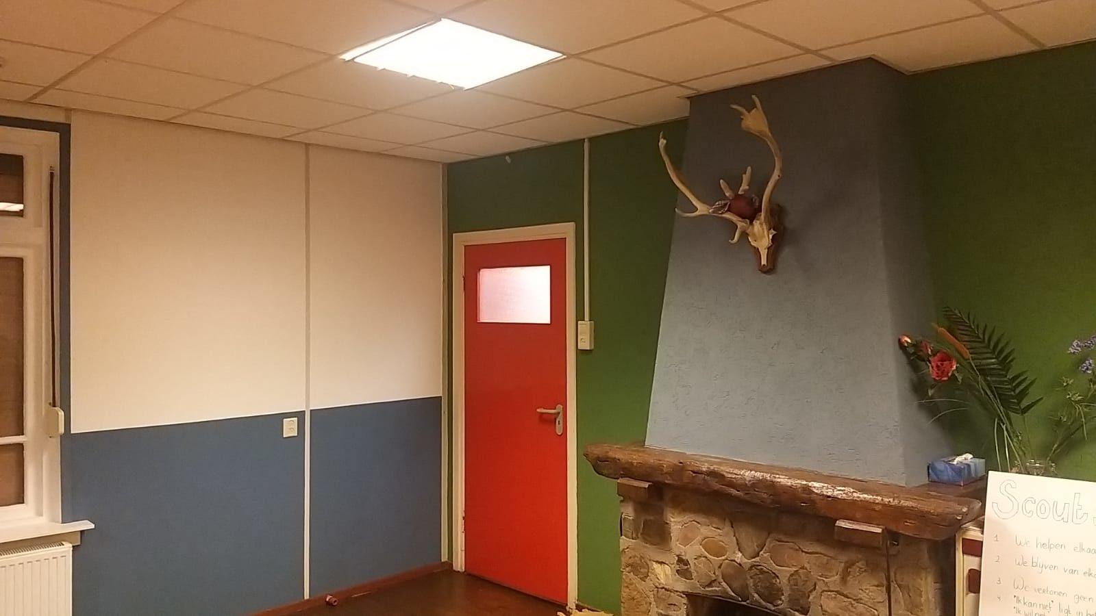 Nieuwe kleur op de muren van het welpen lokaal bij scouting valeouwe